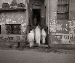 Fazal Sheikh, Bhajan Ashram at Dawn, Vrindavan, India, 2003. © Fazal Sheikh; courtesy of Pace/MacGill Gallery, New York.