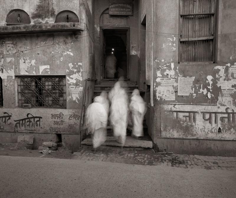 Fazal Sheikh, Bhajan Ashram at Dawn, Vrindavan, India, 2003. © Fazal Sheikh; courtesy of Pace/MacGill Gallery, New York.